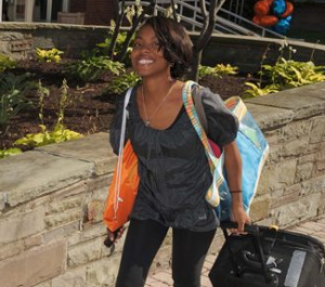 New student arriving at SU with luggage